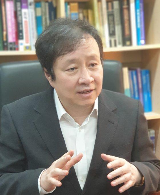 システム半導体設計分野の権威である弘益大学の柳在熙教授は16日、「半導体必須人材の養成が技術的優位の核心」と力説した。[写真 柳在熙教授]