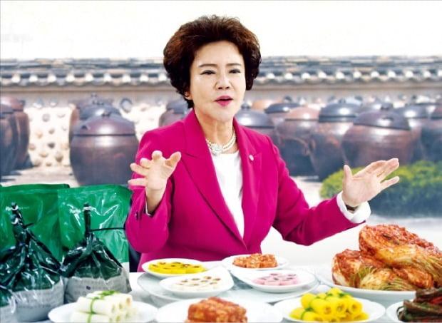 ハンソン食品のキム・スンジャ代表は17日、京畿富川の本社で韓国経済新聞とインタビューを行って「海外の有名シェフもキムチを習うために留学を来る世界的なキムチ学校を建てたい」と話した。ホ・ムンチャン記者