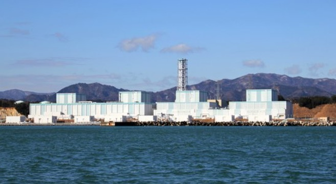 福島原発に面する海。[中央フォト]