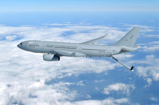 多目的空中給油機KC-330シグナス。後部の下の棒状の物体は、飛行中の航空機に燃料を補給する空中給油棒。民間旅客機を改造したもので、人・物資を輸送することもできる。 写真=韓国空軍