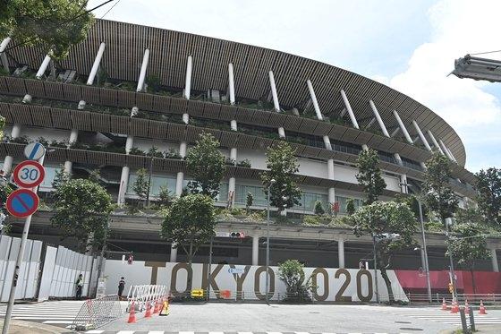 1964年東京オリンピック(五輪)のメイン競技場を再建築した国立競技場では、23日に開幕式と来月8日の閉幕式、陸上などの種目が開かれる。[東京=オリンピック写真共同取材団]