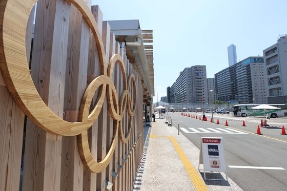 東京オリンピック(五輪)開幕まであと4日と迫った19日、大韓民国選手団が宿泊している東京晴海地域の五輪選手村の様子。[写真 オリンピック写真共同取材団]