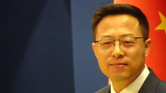 中国外務省の趙立堅報道官 シン・ギョンジン記者