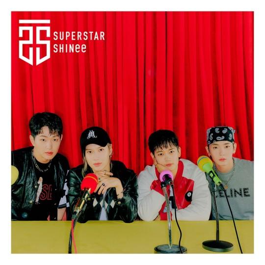 SHINeeの日本1stミニアルバム『SUPERSTAR』の表紙[写真 SMエンターテインメント]