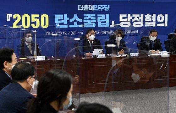 昨年12月に国会で開催された「2050炭素中立実現政府・与党協議」。 オ・ジョンテク記者