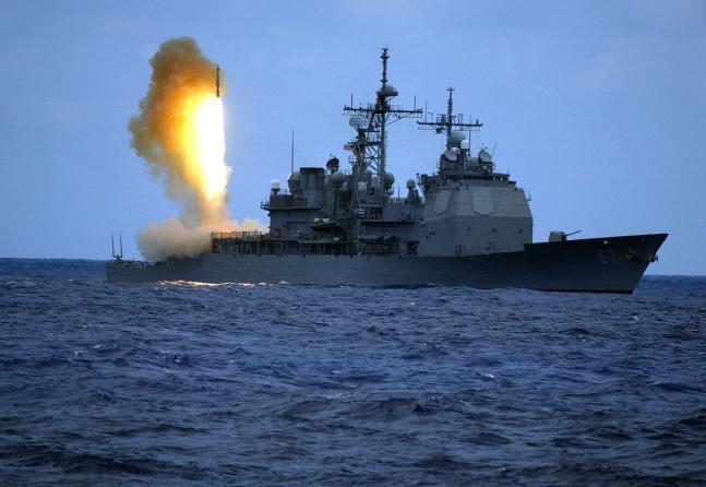 2006年6月22日、弾道ミサイル迎撃ミサイルSM3を発射する米海軍のイージス駆逐艦「シャイロー」(CG67)る。 [写真 米海軍]