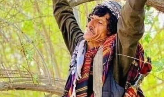 ナザール・ムハンマド・カシャさん。木に縛られている。[インターネット キャプチャー]