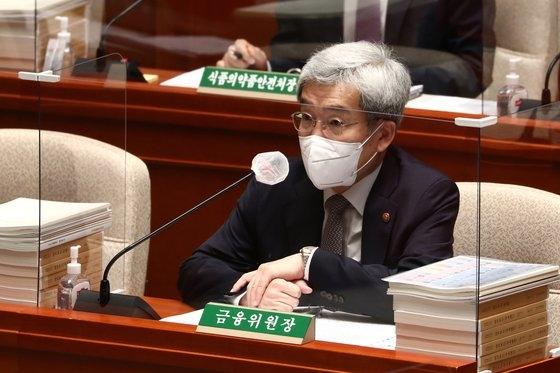 韓国金融委員会の担当責任説明でカカオペイが保険商品の販売を一時中断した。予算決算特別委員会に出席したコ・スンボム金融委員長。[中央フォト]