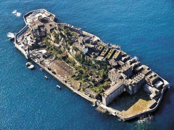 2年前にユネスコ世界文化遺産に登録された端島(通称・軍艦島)。[中央フォト]