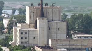北朝鮮がプルトニウムを生産した寧辺の原子炉 [中央フォト]
