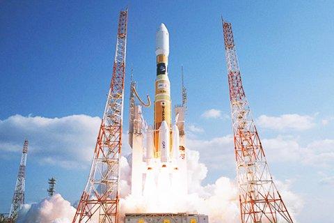 昨年5月に打ち上げられた日本のH2-Bロケット。液体メインロケットに固体ロケットブースターを取り付けた。[写真 JAXA]