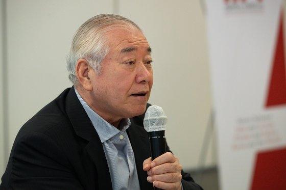 文正仁(ムン・ジョンイン)世宗研究所理事長は22日の「東アジア賢人円卓会議」公開会議で、「米国は包容的な側面から中国との関係に接近すべきであり、中国も攻勢的な態度から抜け出す必要がある」と指摘した。
